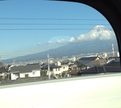 横浜に向っています。