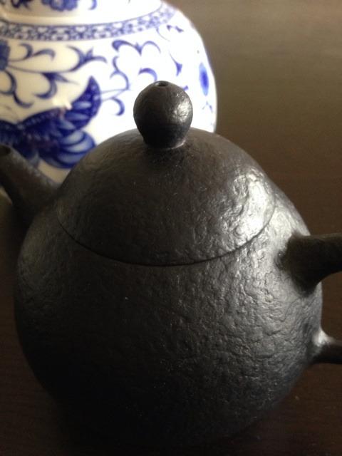台湾の茶器で烏龍茶頂いてます♪